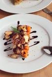 Poulpe avec les patates douces et le vinaigre balsamique Image libre de droits