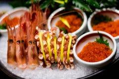 Poulpe et fruits de mer japonais de crevettes roses Photographie stock libre de droits