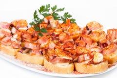 Poulpe galicien sur des tranches de pain photo libre de droits