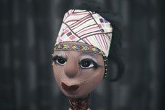 Poupée africaine sur le fond foncé Photographie stock libre de droits
