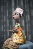 Poupée africaine sur le fond foncé Photographie stock