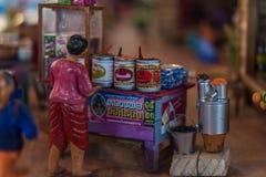 Poupée asiatique d'argile avec le modèle antique de mode de vie images libres de droits