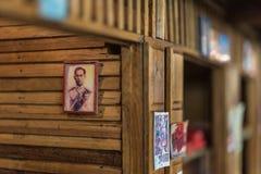 Poupée asiatique d'argile avec le modèle antique de mode de vie photographie stock
