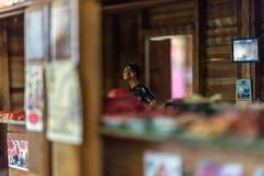 Poupée asiatique d'argile avec le modèle antique de mode de vie photographie stock libre de droits