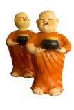 Poupée bouddhiste de novice d'isolement sur le fond blanc image libre de droits