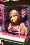 Poupée de Barbie sur l'étagère Image stock