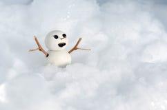 Poupée de bonhomme de neige sur la glace Images libres de droits