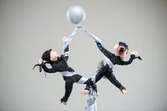 Poupée de danse de costume d'acrobates de paires d'argile de porcelaine image libre de droits