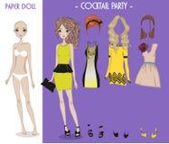 Poupée de fille de bande dessinée avec des vêtements pour des changements illustration de vecteur