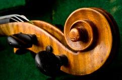 Poupée de violon au cas où photos stock