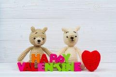 Poupée douce d'ours de nounours de couples dans l'amour avec le texte et le rouge de valentine Photos libres de droits