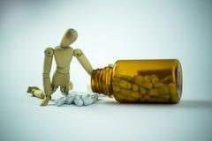 Poupée et pilules en bois Images libres de droits