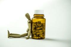 Poupée et pilules en bois Photographie stock libre de droits