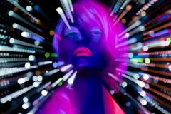 Poupée femelle de cyber de disco sexy au néon UV de lueur Image libre de droits