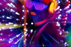 Poupée femelle de cyber de disco sexy au néon UV de lueur Image stock