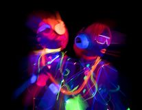 Poupée femelle de cyber de disco sexy au néon UV de lueur photographie stock