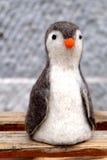 Poupée mignonne de pingouin de laine Images stock