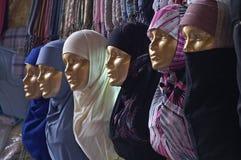 Poupées d'or avec un grand choix de headscarfs Images stock