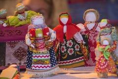 Poupées de chiffon folkloriques slaves Photo stock