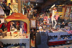 Poupées de marionnette dans la boutique de Lyon Photo libre de droits