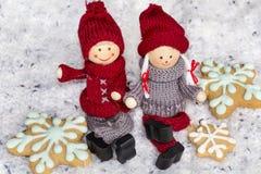 Poupées de Noël et biscuits de pain d'épice Photographie stock