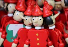 Poupées en bois peintes de marionnette du chiffre de Pinocchio Photographie stock