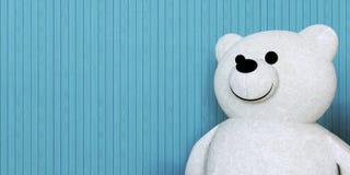 Poupées et mur d'ours blanc Photos stock
