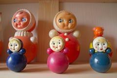 Poupées russes Faux matryoshka sur l'étagère Image stock