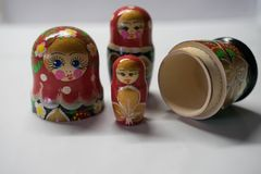 Poup?es russes - souvenir de Russie photographie stock