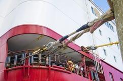 Poupe d'un bateau de croisière dans le port à Stockholm Images stock