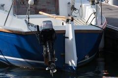 Poupe de yacht amarrée avec l'extérieur Photo stock