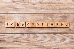 Pour être mot continu écrit sur le bloc en bois Pour être texte continu sur la table en bois pour votre desing, concept photographie stock libre de droits