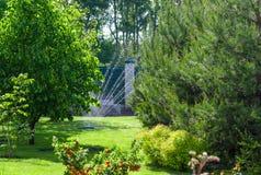 Pour arroser une pelouse Photo libre de droits