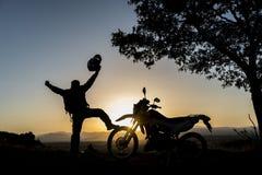 Pour atteindre le sommet avec la moto Photographie stock