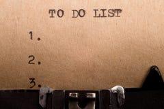 Pour faire la liste dactylographiée sur la machine à écrire Photographie stock