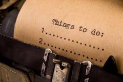 Pour faire la liste dactylographiée sur la machine à écrire Photographie stock libre de droits