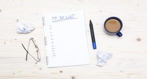Pour faire la liste de contrôle sur le tem de motivation d'inscription de fond en bois Image stock