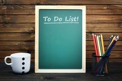 Pour faire le texte de liste sur le conseil pédagogique photos stock