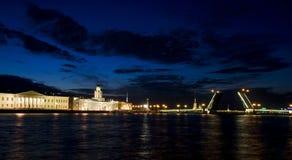 Ponts-levis à St Petersburg, Rusia Photos stock
