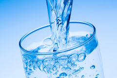 Pour water into a glass Royalty Free Stock Photography