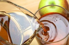 Pouring Apple Juice Royalty Free Stock Images