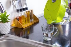 Free Pouring Filtered Water Into Glass From Jug In The Kitchen Stock Photos - 191093103
