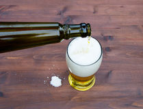 Pouring a glass of beer Royalty Free Stock Photos