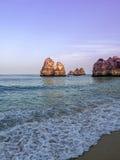 Pourpre Portugal de plage de Lagos Photos libres de droits