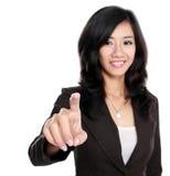 Poussée de femme d'affaires pour masquer l'écran virtuel images stock