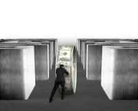 Poussée du cercle d'argent par le labyrinthe concret Image libre de droits