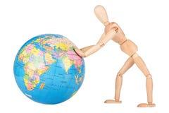 Poussée en bois de mannequin un globe du monde dans le manque de respect d'isolement image libre de droits