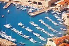 Pousse étroite de port de Dubrovnik Images libres de droits