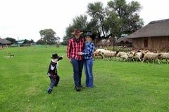 Pousse de famille de cowboy d'amusement Photos libres de droits