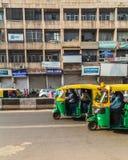 Pousse-pousse de Tuk Tuk à Delhi au cours de la journée Image stock